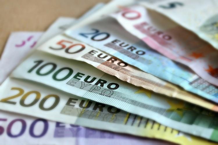Geldscheine - investieren stat sparen