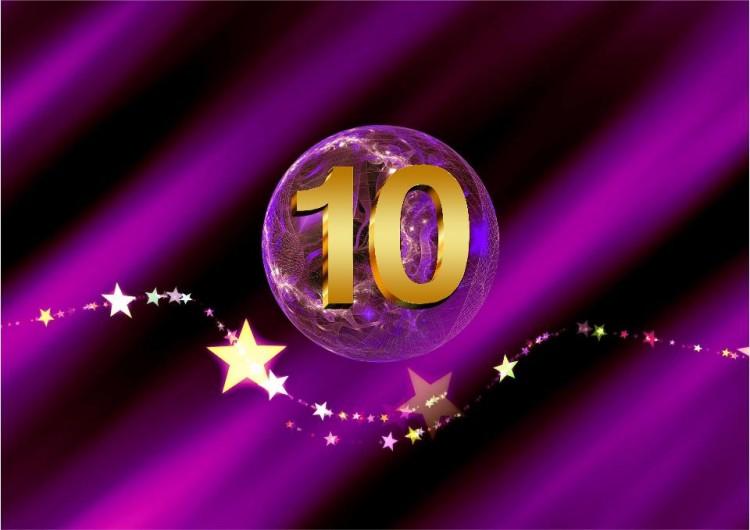 SHEworks! Adventskalender Türchen 10 lila Kugel mit goldener 10