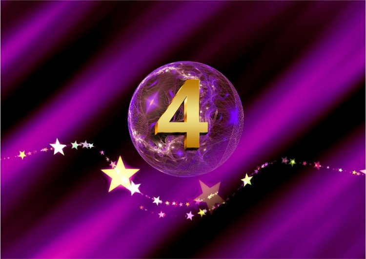 Lila Kugel mit goldener 4 und Sternenband - SHEworks! Adventskalender