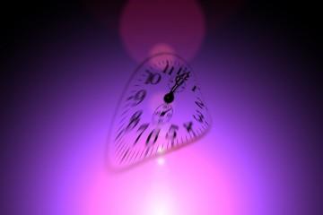 Verschwommene Uhr auf lila Hintergrund - Termin, Event. Konferenz