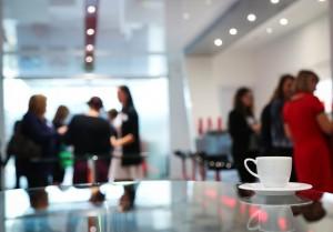 Frauen auf einer Konferenz - Kaffeepause