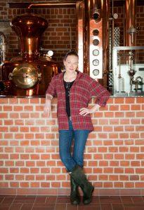 Cornelia Bohn destilliert Preussischen Whisky