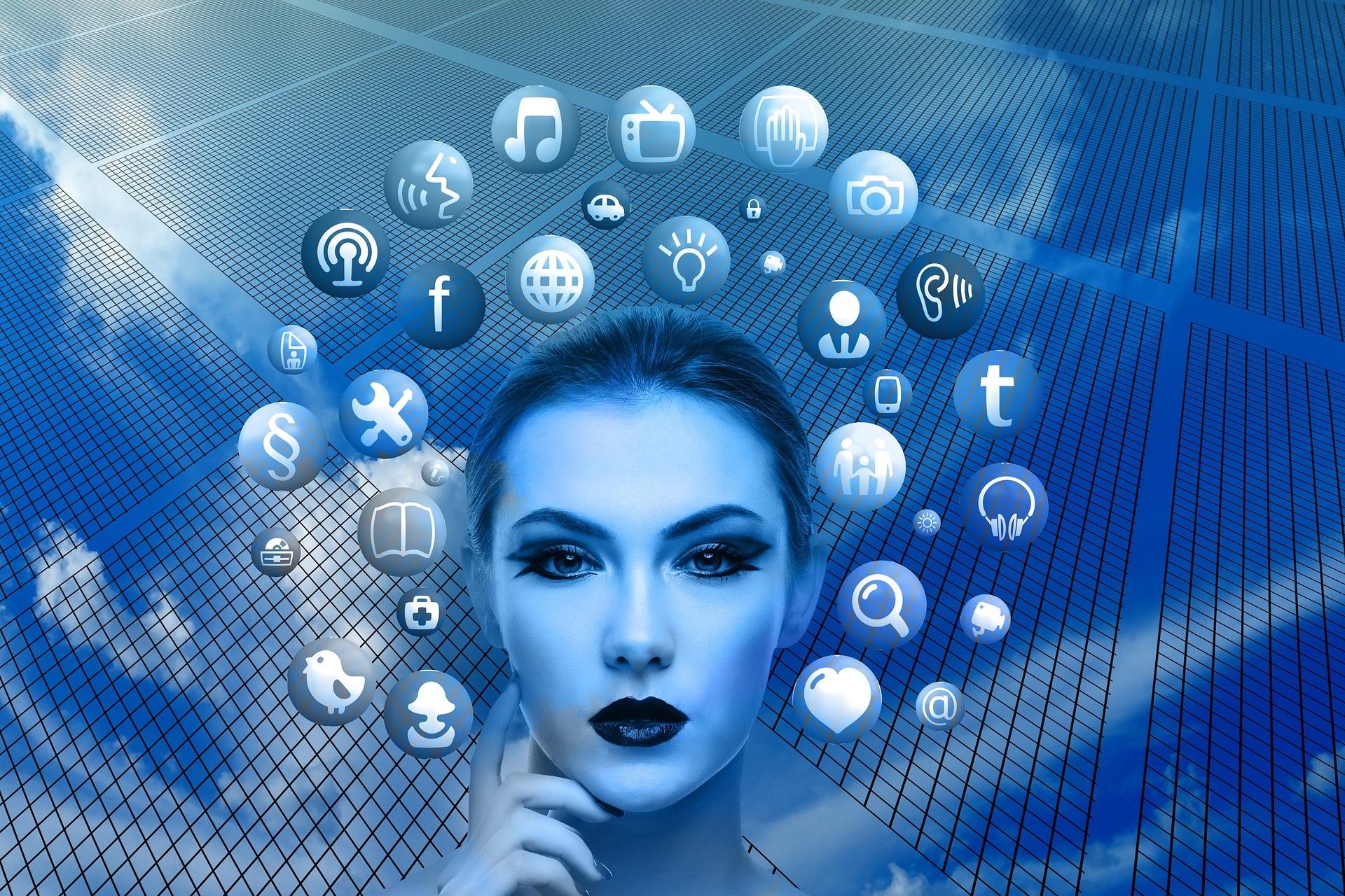 Digitalisierung - Frauenkopf mit Items
