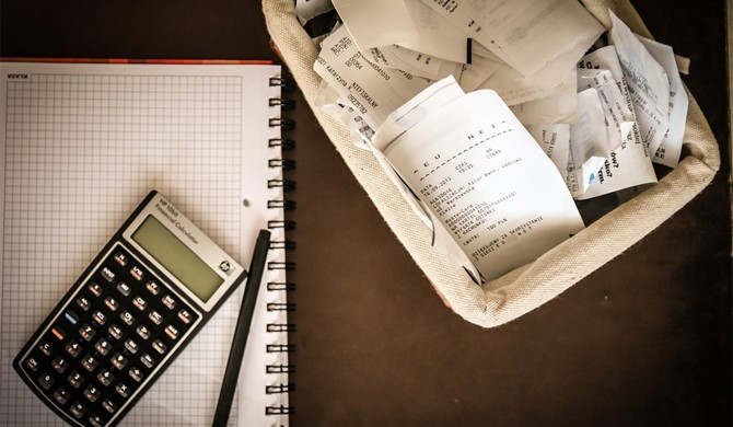 Schreibtisch Papierkorb Umsatzsteuervoranmeldung