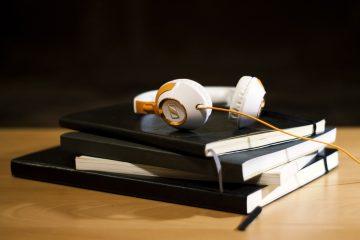 Notizbücher mit Kophörern - SHE works! Podcast - Wirtschaftsnews für Frauen zum Hören