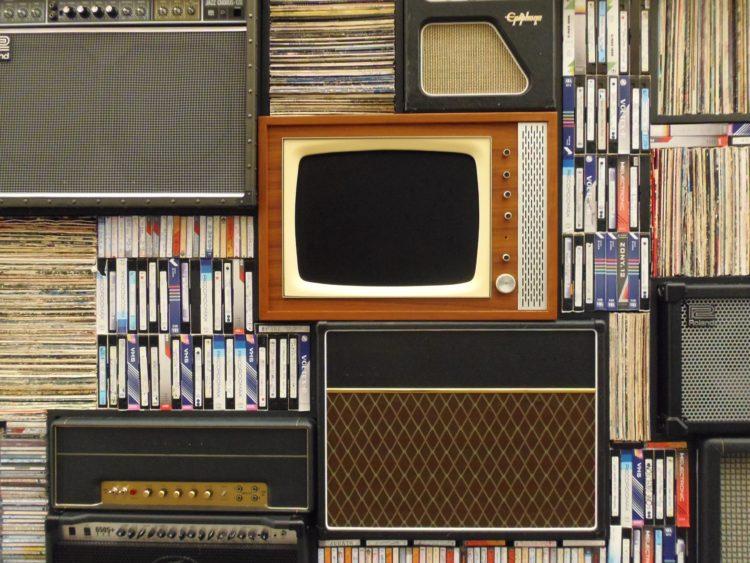 Alte Medien: TV, VHS, Radio