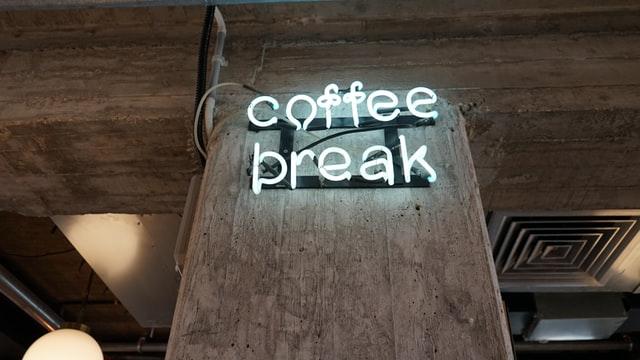 Kaffeepausen im Büro - Genuss und soziale Interaktion